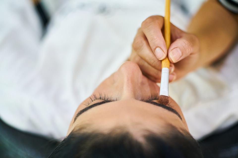 maquillage chez les femmes.